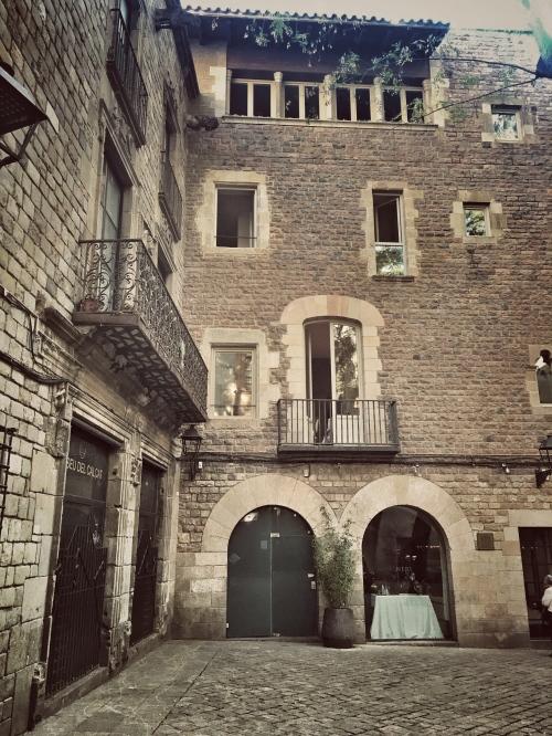 Hidden Hideout-Placa Sant Felip Neri-1